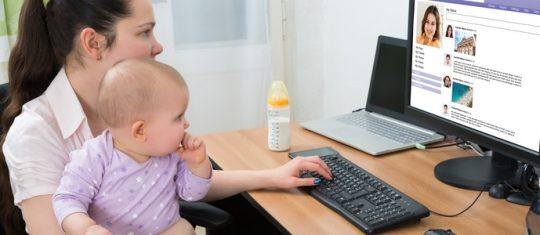 trouver une baby-sitter sur Internet
